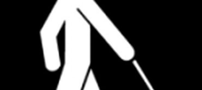 Jak poprosić niewidomego o zajęcie miejsca bez wskazania krzesła?