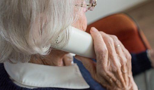 Policja ostrzega: nasilają się telefony oszustów do seniorów