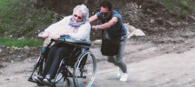 Trzy bezpłatne linie telefoniczne dostępne już 15 maja z okazji Dnia Opiekuna Osób Starszych